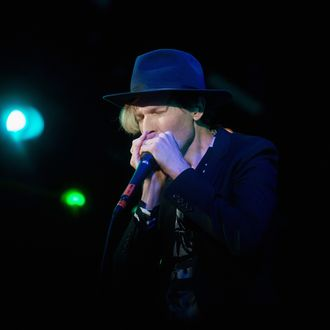 IRVINE, CA - MAY 31: Musician Beck performs onstage at the 2014 KROQ Weenie Roast at Verizon Wireless Amphitheater on May 31, 2014 in Irvine, California. (Photo by Paul R. Giunta/Getty Images)
