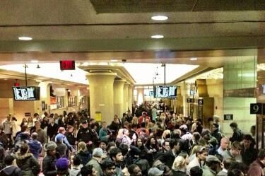 "The crowd in Penn Station, via <a href=""http://instagram.com/p/SUAC52h17e/"">thematthewkeys</a>."
