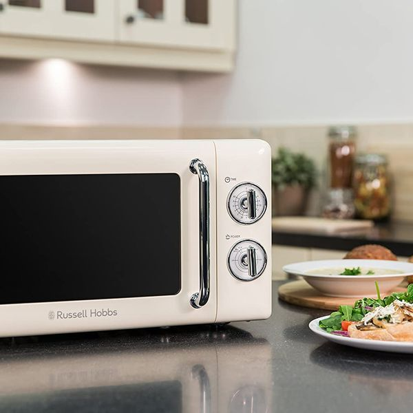 Russell Hobbs RHRETMM705C Retro Solo Microwave