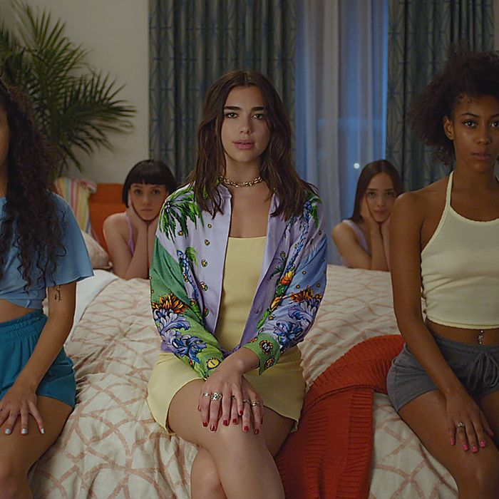 New Rules Dua Lipa: Dua Lipa Takes Us Behind The Scenes Of The 'New Rules' Video
