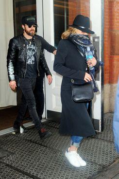 Justin Theroux and Jennifer Aniston (?)