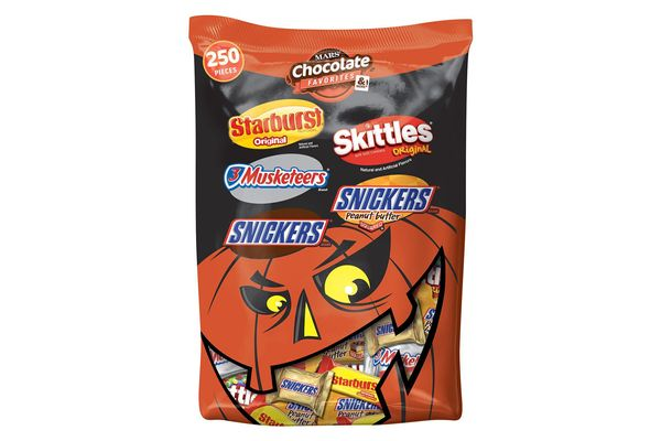 Mars Chocolate and More Favorites Halloween Candy Variety Mix 250-Piece Bag
