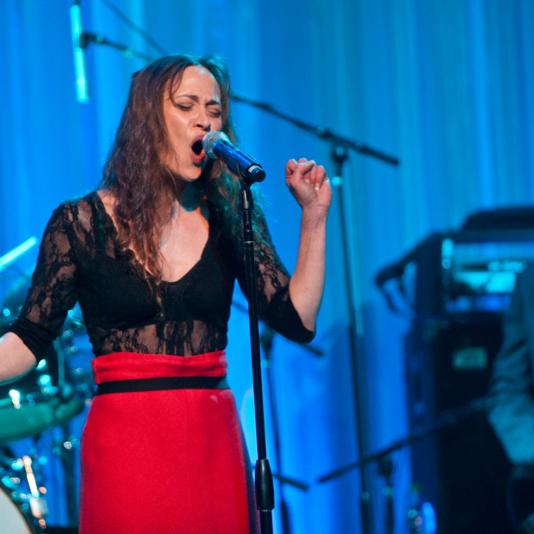 Recording artist Fiona Apple performs at the Venice Family Clinic Silver Circle Gala Honoring Judd Apatow at the Beverly Wilshire Four Seasons Hotel on February 28, 2011 in Beverly Hills, California.