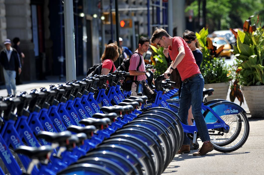 Bikes In Nyc Rent A couple get their Citi Bike