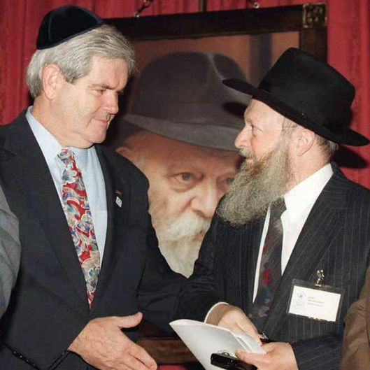 Speaker of the US House of Representatives Newt Gingrich (L) prepares to shake hands with Rabbi Moshe Herson (R) after presenting a Congressional Gold Medal during ceremonies on Capitol Hill in Washington, DC, 28 June 1995. The medal is given in honor of the late spiritual leader Lubavitcher Rebbe, Rabbi Menachem Mendel Schneerson, (Photo-C) who died last year.
