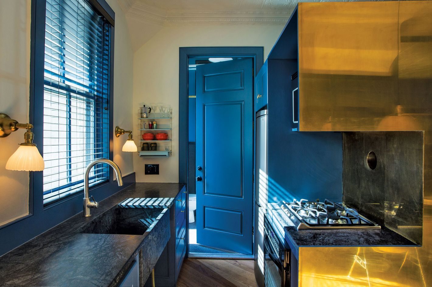 The Trick That Turned a Storefront Into a Pied-à-Terre
