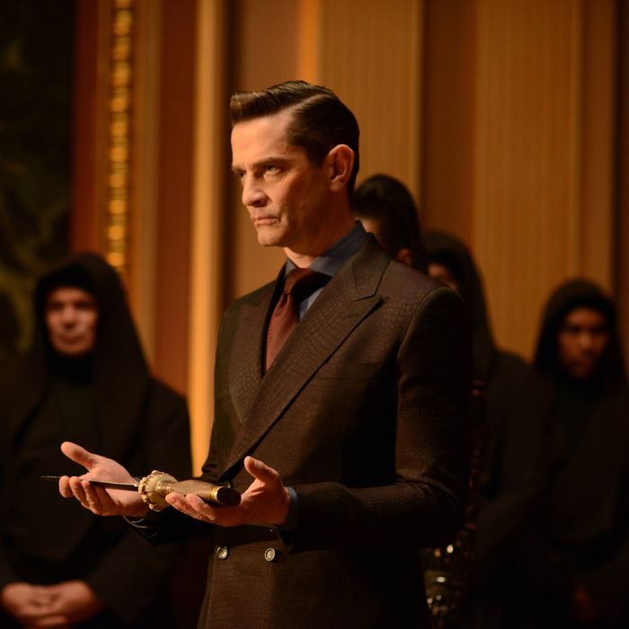 """GOTHAM: L-R: James Frain in the """"Rise of the Villains: Worse Than A Crime"""" episode of GOTHAM airing Monday, Nov. 30 (8:00-9:00 PM ET/PT) on FOX. ©2015 Fox Broadcasting Co. Cr: Nicole Rivelli/ FOX"""