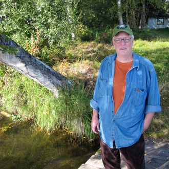 In this Sept. 3, 2010 photo, Joe McGinniss, who is working on a book on former Alaska Gov. Sarah Palin, poses for a photograph at the home he's renting next to Palin's home in Wasilla, Alaska. Palin's neighbor of three months on Wasilla's Lake Lucille, is packing his bags and notebooks and leaving Sunday for his home in Massachusetts to write the book he has been researching on the former governor and GOP vice presidential candidate. (AP Photo/Dan Joling)