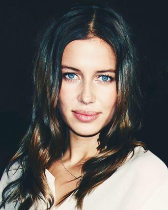 Brad Pitt S New Girlfriend Nicole Poturalski Is Married
