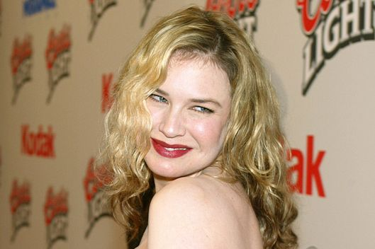 "Actress Renee Zellweger arrives at the premiere of ""Cold Mountain"" at the Mann National Theater on December 7, 2003 in Los Angeles, California."