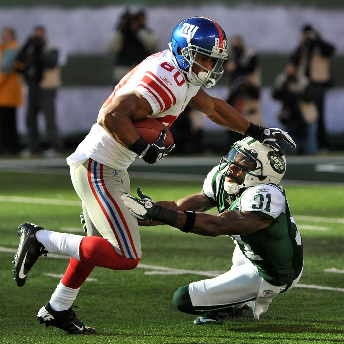 EAST RUTHERFORD, NJ - DECEMBER 24: Victor Cruz #80 of the New York Giants breaks the tackle attempt of Antonio Cromartie #31 of the New York Jets during the first half on December 24, 2011 at MetLife Stadium in East Rutherford, New Jersey. (Photo by Christopher Pasatieri/Getty Images)