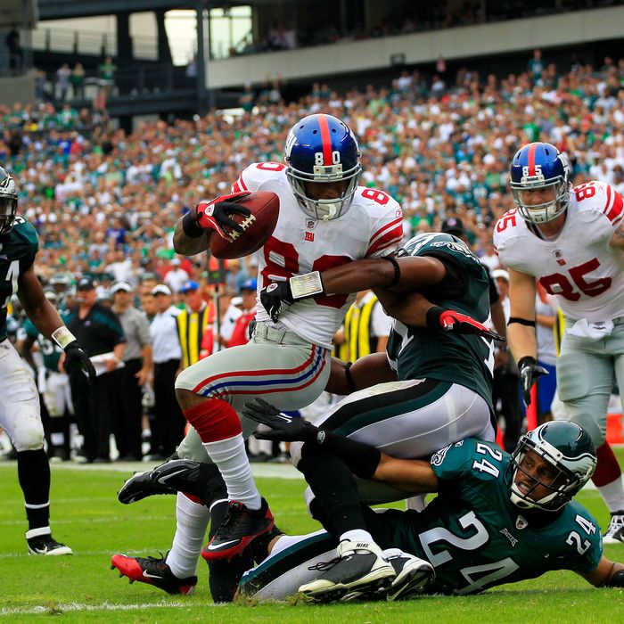 PHILADELPHIA, PA - SEPTEMBER 25: Victor Cruz #80 of the New York Giants catches a 28 yard touchdown pass in the fourth quarter over Nnamdi Asomugha #24 and Jarrad Page #41 of the Philadelphia Eagles at Lincoln Financial Field on September 25, 2011 in Philadelphia, Pennsylvania. The Giants defeated the Eagles 29-16. (Photo by Chris Trotman/Getty Images)