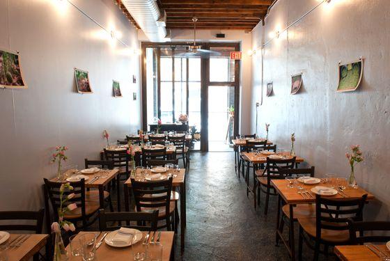 delaware-hudson-dining-room