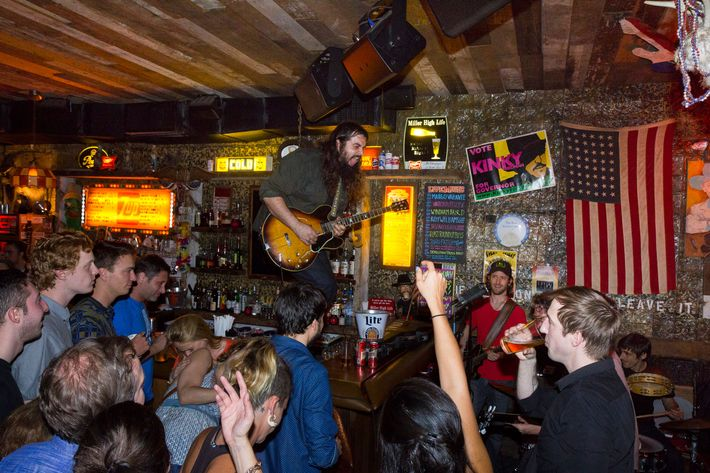 Williamsburg hookup bar