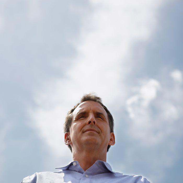 DES MOINES, IA - AUGUST 12: Republican presidential candidate and former Minnesota Governor Tim Pawlenty talks to voters at the Des Moines Register's Soapbox during the second day of the Iowa State Fair August 12, 2011 in Des Moines, Iowa. All of the Republican presidential hopefuls are visiting the fair ahead of Saturday's Iowa Straw Poll to greet voters and engage in traditional Iowa campaigning rituals. (Photo by Chip Somodevilla/Getty Images)
