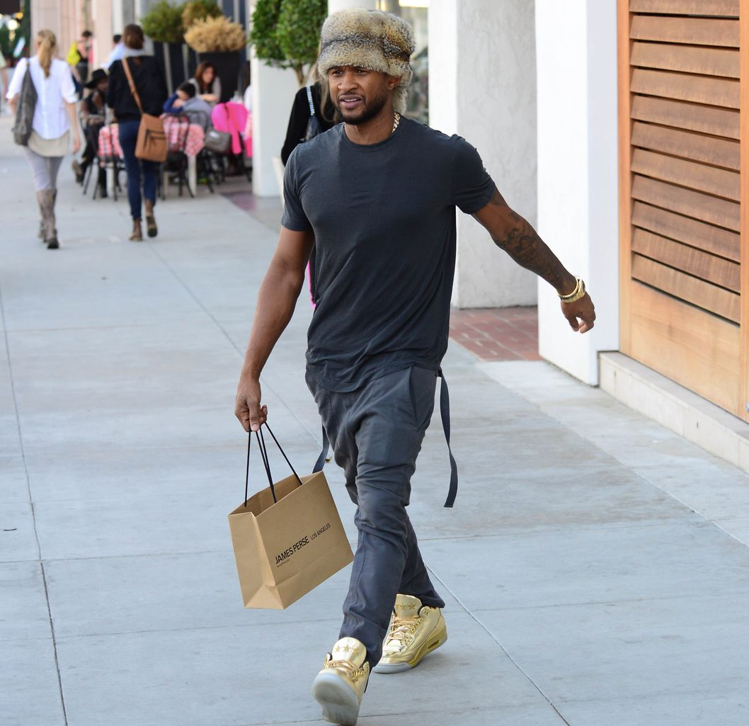 Singer Usher looking very sporty in a Davy Crockett Coonskin hat as he leaves James Pearse clothing store in Beverly Hills, CA.<P>Pictured: Usher Raymond IV<P><B>Ref: SPL703516  200214  </B><BR/>Picture by: GoldenEye /London Entertainment/Splash News<BR/></P><P><B>Splash News and Pictures</B><BR/>Los Angeles:	310-821-2666<BR/>New York:	212-619-2666<BR/>London:	870-934-2666<BR/>photodesk@splashnews.com<BR/></P>