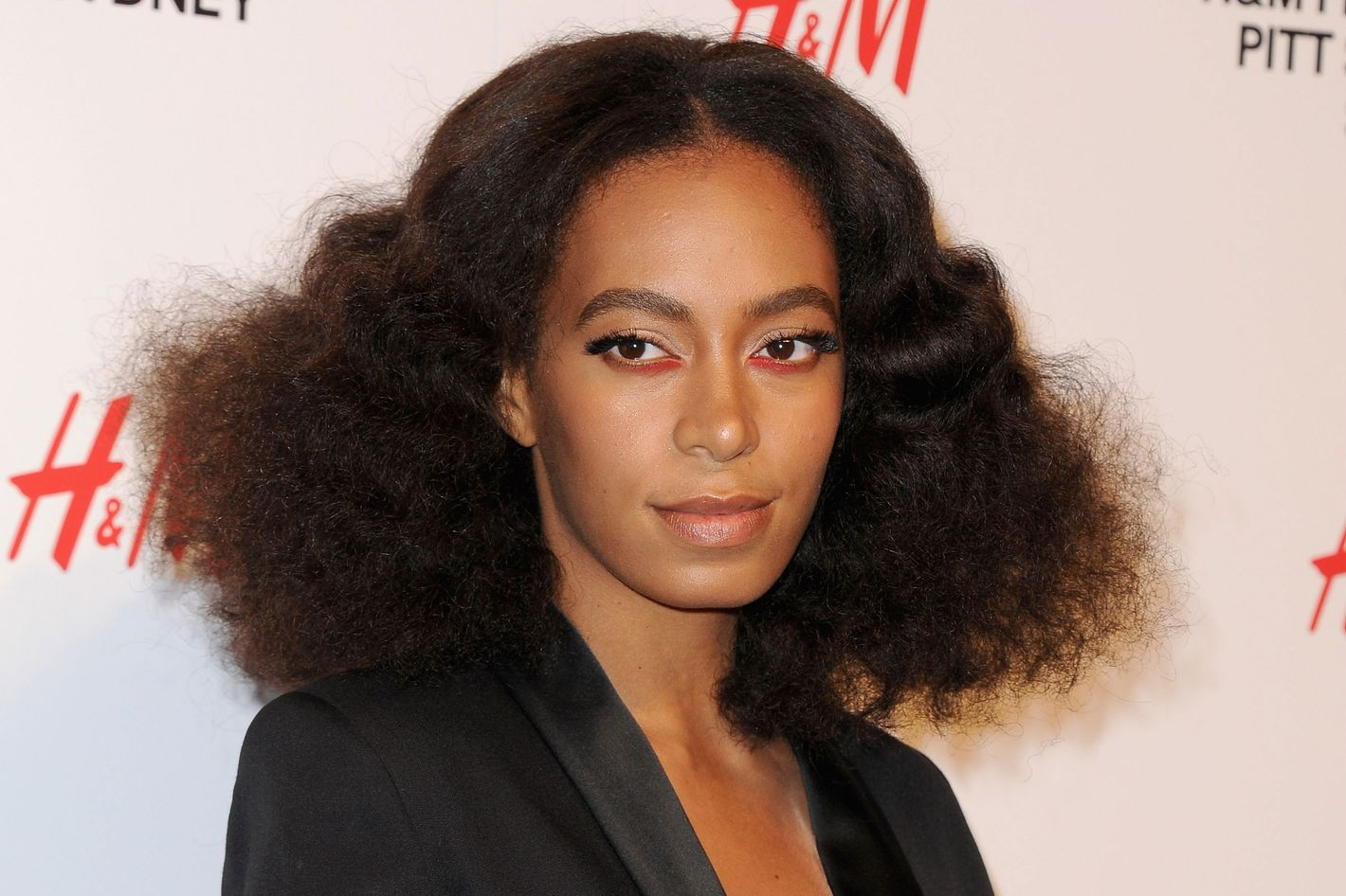 How To Wear Red Eyeliner Like Solange