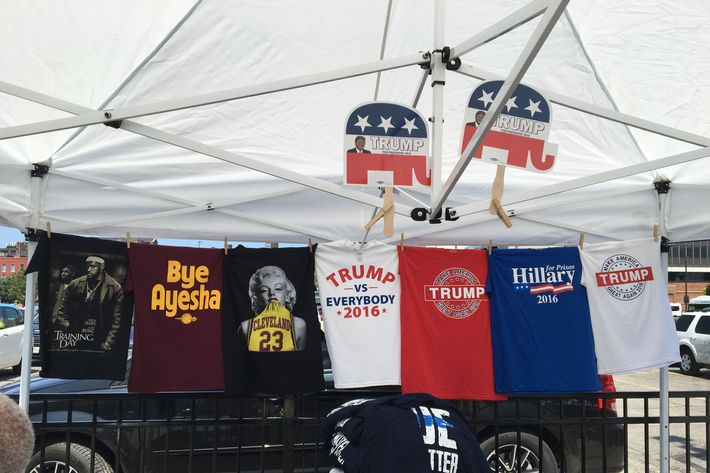 Photo Rembert Browne & To Be Black and Sell Pro-Trump Merch in Cleveland