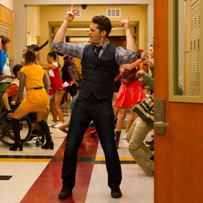 GLEE: Will (Matthew Morrison) twerks down the hallway in