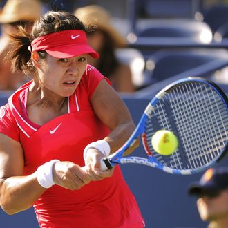 Na Li (6) of China against Simona Halep of Romania during the Women's US Open 2011 match at the USTA Billie Jean King National Tennis Center in New York August 30,2011. AFP PHOTO / TIMOTHY A. CLARY (Photo credit should read TIMOTHY A. CLARY/AFP/Getty Images)