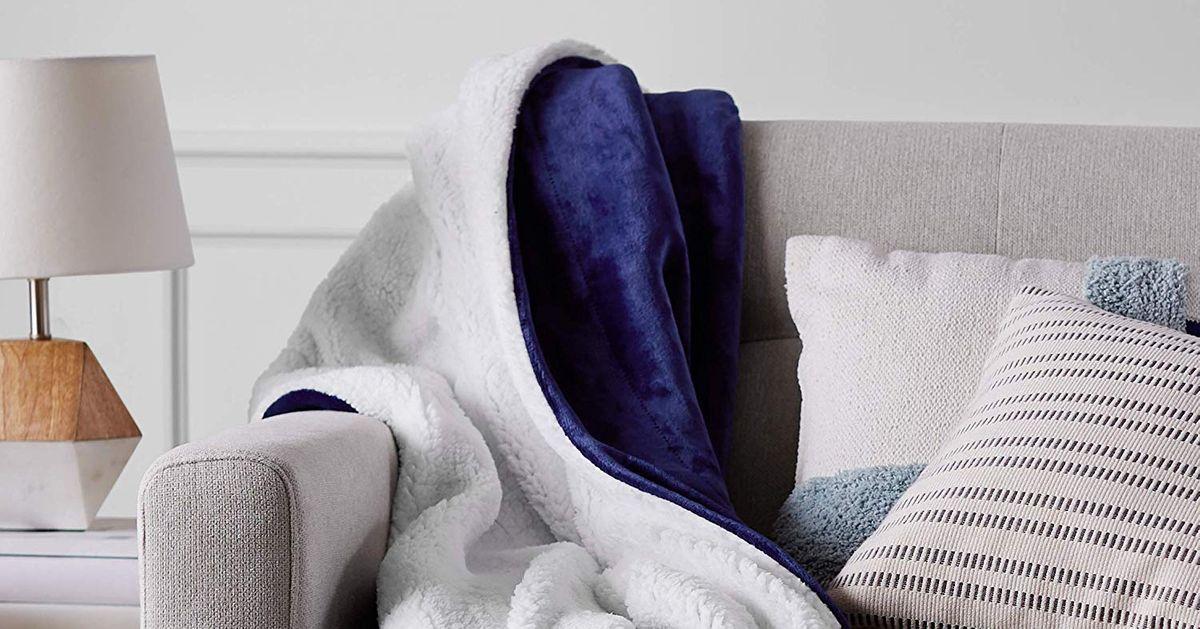 de77ab5d3edc03 12 Best Plush Blankets 2019