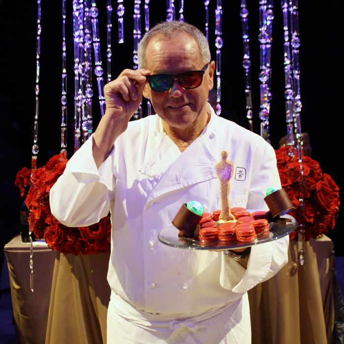Puck shows off the 3-D dessert he'll serve at this year's Oscars.