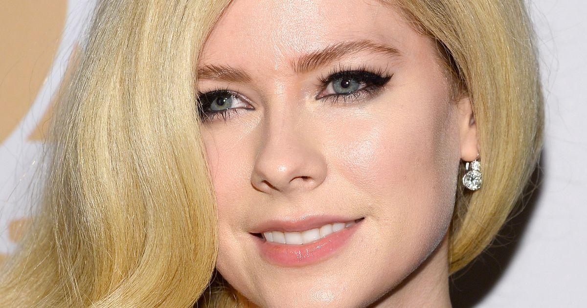 Avril Lavigne Tells Mark Zuckerberg to Picking On Nickelback
