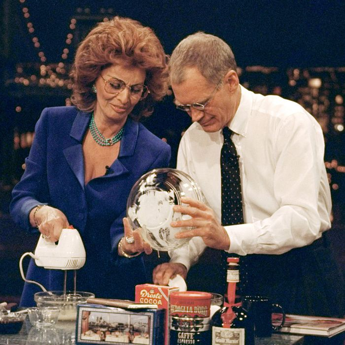 Dave bakes a delicious tiramisu with Sophia Loren on the Late Show with David Letterman, January 27, 1999 on the CBS Television Network. This photo is provided by CBS from the Late Show with David Letterman photo archive. Photo: Alan Singer/CBS ?'??1999 CBS Broadcasting Inc. All Rights Reserved
