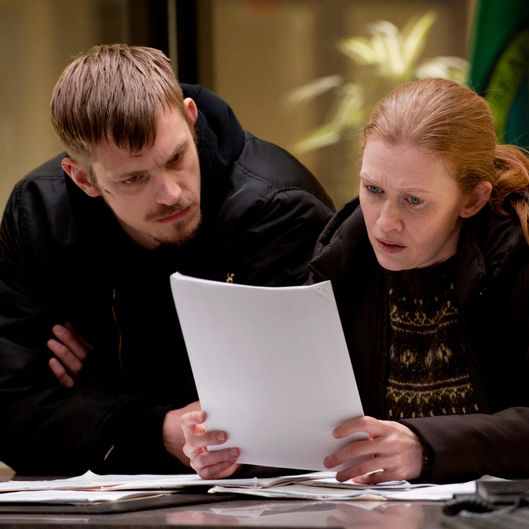 Stephen Holder (Joel Kinnaman) and Sarah Linden (Mireille Enos) - The Killing - Season 2, Episode 12