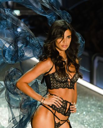 51713ed0838ff Victoria's Secret Model Sara Sampaio Workout Routine, Diet
