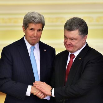US Secretary of State John Kerry shakes hands with Ukrainian President Petro Poroshenko after a press conference following a bilateral meeting in Kiev, on February 5, 2015.