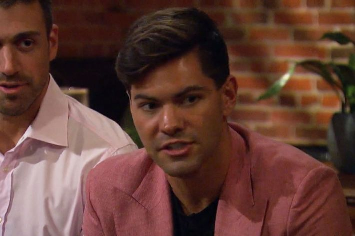 The Bachelorette Hannah Brown What S With The Pink Jackets
