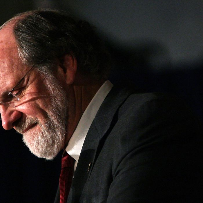 EAST BRUNSWICK, NJ - NOVEMBER 03: New Jersey Gov. Jon Corzine delivers his concession speech at an election night rally November 3, 2009 in East Brunswick, New Jersey. Corzine was defeated by Republican Chris Christie in today's election. (Photo by Mario Tama/Getty Images) *** Local Caption *** Jon Corzine
