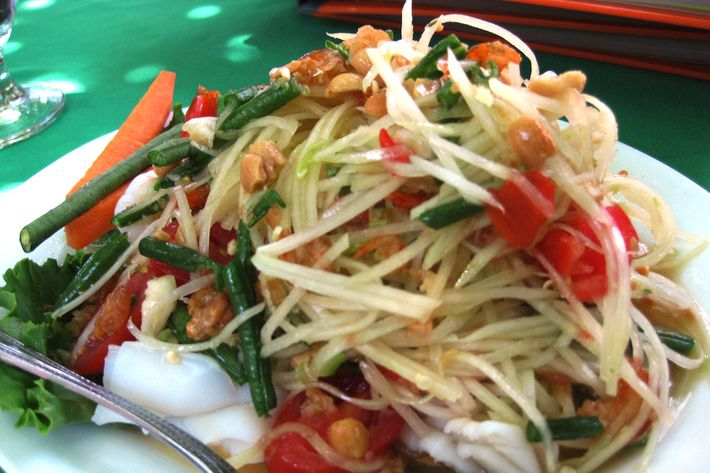 Sripraphai's papaya salad looks innocent enough ...