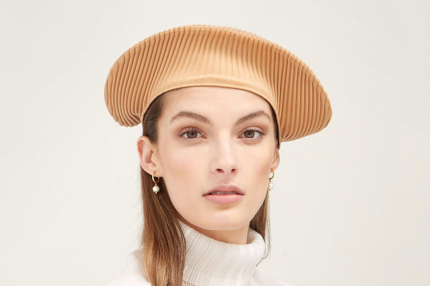 7cb1b3df23e 15 Women on Ways to Wear Hats This Winter