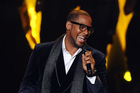 HOLLYWOOD, CA - DECEMBER 21: Singer R. Kelly performs onstage at FOX's 'The X Factor' Top 3 Live Performance Show on December 21, 2011 in Hollywood, California. THE X FACTOR Finale airs Wed., Dec. 21 and Thurs., Dec. 22 on FOX. (Photo by Ray Mickshaw/FOX via Getty Images)