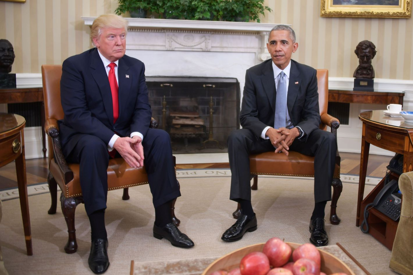 Studio Ovale Obama : Obama and trump meet in the oval office for first time