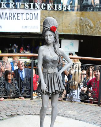 LONDON, ENGLAND - SEPTEMBER 14: A statue of the late Amy Winehouse is unveiled in Camden Town on September 14, 2014 in London, England. (Photo by Dave J Hogan/Getty Images)
