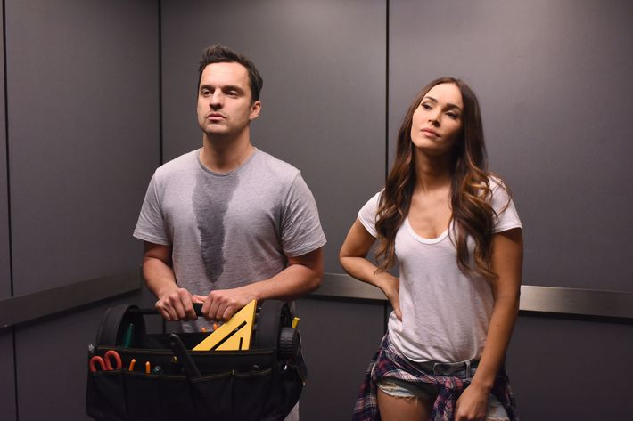 "NEW GIRL:  L-R:  Jake Johnson and guest star Megan Fox in the ""Heat Wave"" episode of NEW GIRL airing Tuesday, March 1 (8:00-8:30 PM ET/PT) on FOX.  ©2016 Fox Broadcasting Co.  Cr:  Ray Mickshaw/FOX"