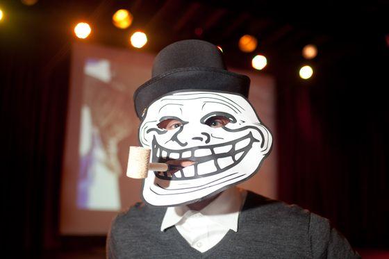 Hallow-Meme 2012.