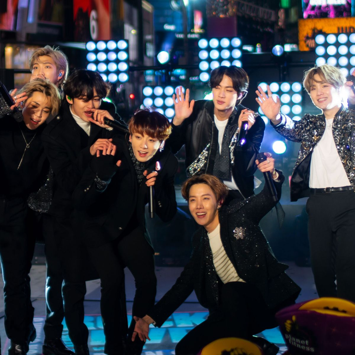 Bts Earns Their First Billboard No 1 Hit For Dynamite Discover images and videos about bts photoshoot from all over the world on we heart it. bts earns their first billboard no 1