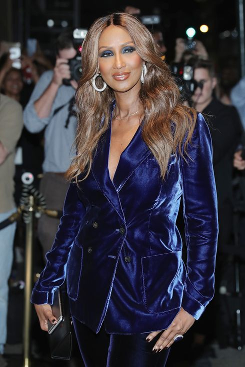 iman is remembering david bowie with a simple necklace. Black Bedroom Furniture Sets. Home Design Ideas