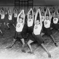Germany Free State Prussia Berlin Berlin: Athletes March 1930: members of the PSV gymnastic association exercise - 1930 - Vintage property of ullstein bild