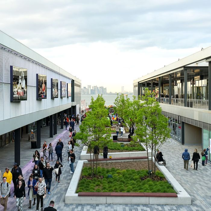 20312306f A New Staten Island Outlet Mall Intends to Defy the Retail Apocalypse