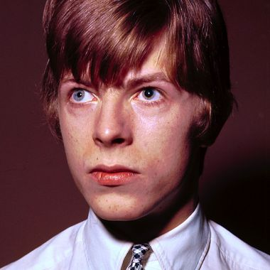 the story behind david bowie s unusual eyes. Black Bedroom Furniture Sets. Home Design Ideas