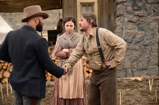 (L-R) Elam Ferguson (Common), Eva (Robin McLeavy) and Mr. Toole (Duncan Ollerenshaw) - Hell On Wheels