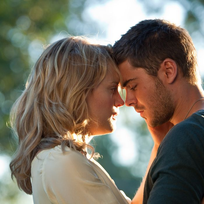 """(L-r) TAYLOR SCHILLING as Beth Green and ZAC EFRON as Logan Thibault in Warner Bros. Pictures' and Village Roadshow Pictures' romantic drama """"THE LUCKY ONE,"""" a Warner Bros. Pictures release."""