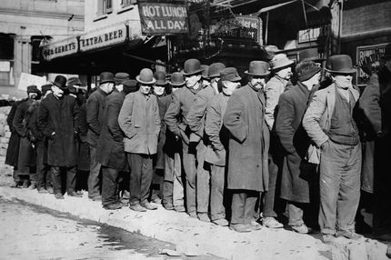 07 Feb 1910 --- Men in Bread Line --- Image by ? CORBIS