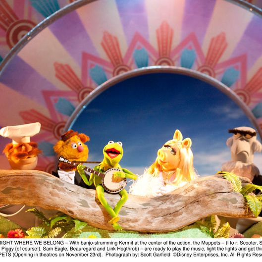 """THE MUPPETS""RIGHT WHERE WE BELONG – With banjo-strumming Kermit at the center of the action, the Muppets – (l to r: Scooter, Swedish Chef, Fozzie Bear, Kermit, Miss Piggy {of course!}, Sam Eagle, Beauregard and Link Hogthrob) – are ready to play the music, light the lights and get things started in THE MUPPETS (Opening in theatres on November 23rd).Photograph by: Scott Garfield?Disney Enterprises, Inc. All Rights Reserved."