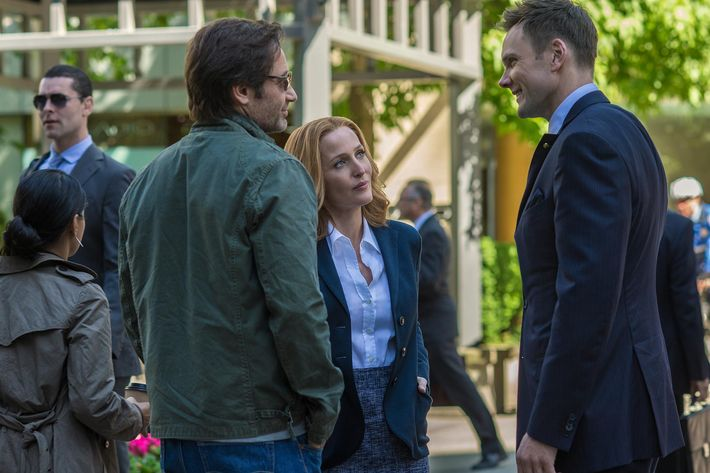 THE X-FILES:  L-R:  David Duchovny, Gillian Anderson and guest star Joel McHale.  The next mind-bending chapter of THE X-FILES debuts with a special two-night event beginning Sunday, Jan. 24 (10:00-11:00 PM ET/7:00-8:00 PM PT), following the NFC CHAMPIONSHIP GAME, and continuing with its time period premiere on Monday, Jan. 25 (8:00-9:00 PM ET/PT).  ©2016 Fox Broadcasting Co.  Cr:  Ed Araquel/FOX